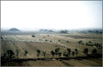 Les Pyramides de Chine aussi âgées que les Pyramides d'Egypte Pyra01