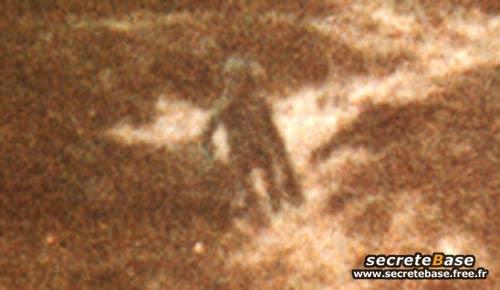 http://secretebase.free.fr/ovni/alien/ilkley02.jpg